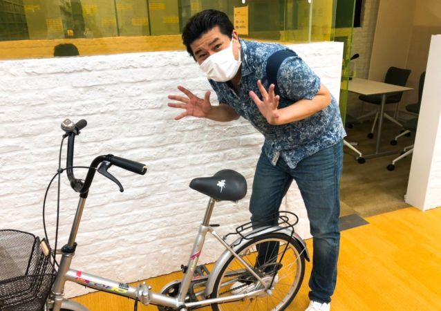 日本人生产看上去像鸟粪的自行车防盗贴纸
