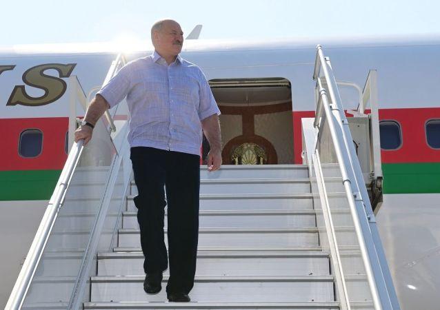 德国机场工作人员拒绝服务卢卡申科并要求其下台