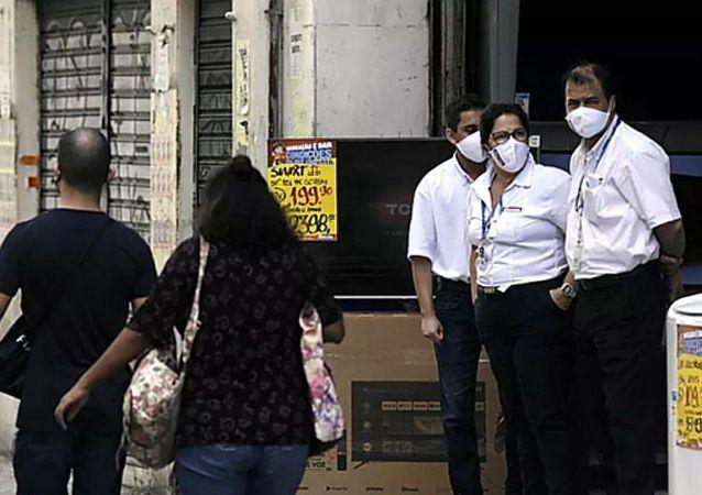 巴西新冠病毒死亡人数超13.5万人