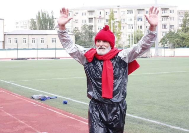 俄罗斯退休老人5小时减重约10公斤