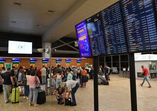 从莫斯科飞中国的依可亚航空公司航班因190名乘客血清抗体检测数值相同而被取消
