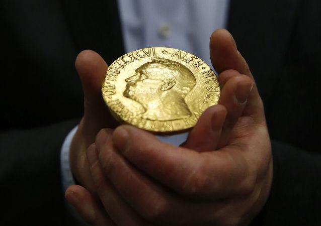 2020年诺贝尔文学奖得主为美国诗人Louise Glück