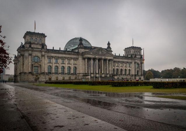 德国过去24小时新增新冠确诊病例超900例