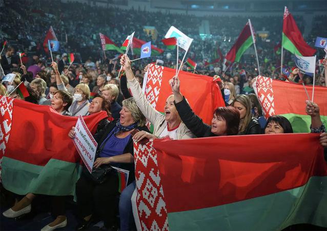 中方一贯尊重白俄罗斯人民自己做出的选择