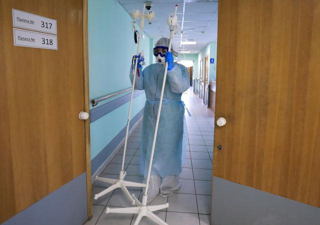 俄单日新增新冠病毒感染病例创新高达18665例 累计超163.6万例