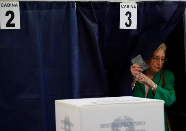 未错过一次选举的108岁老妇在意大利投票