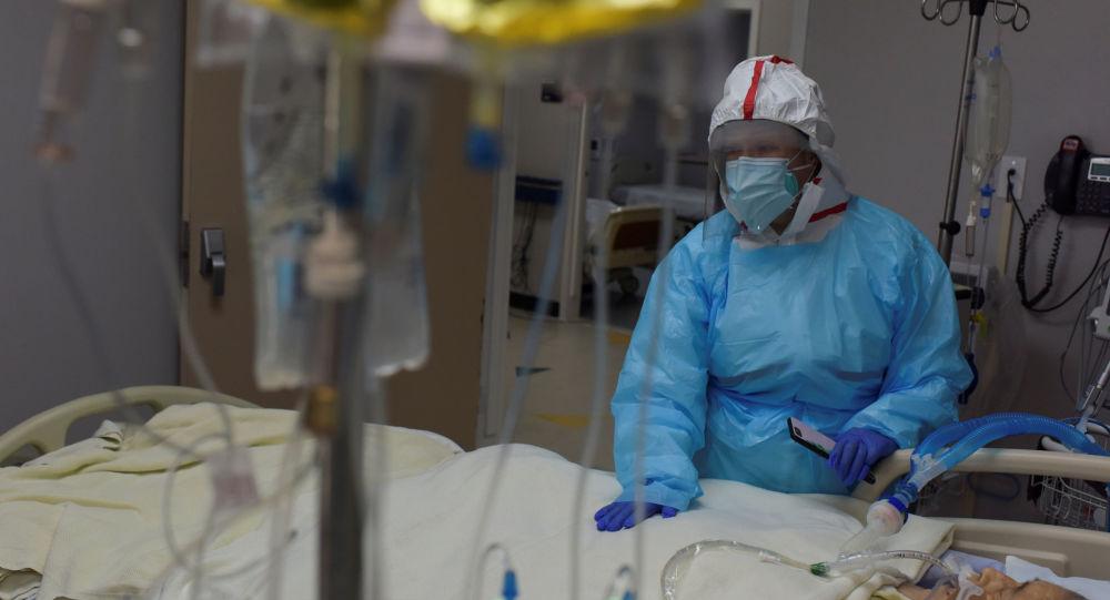 霍普金斯大学:美国单日新增COVID-19确诊病例39000例