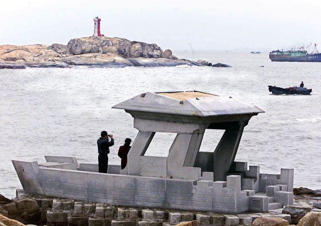 """台当局又以""""越界""""为由扣押大陆渔船 强行登船拘4人"""