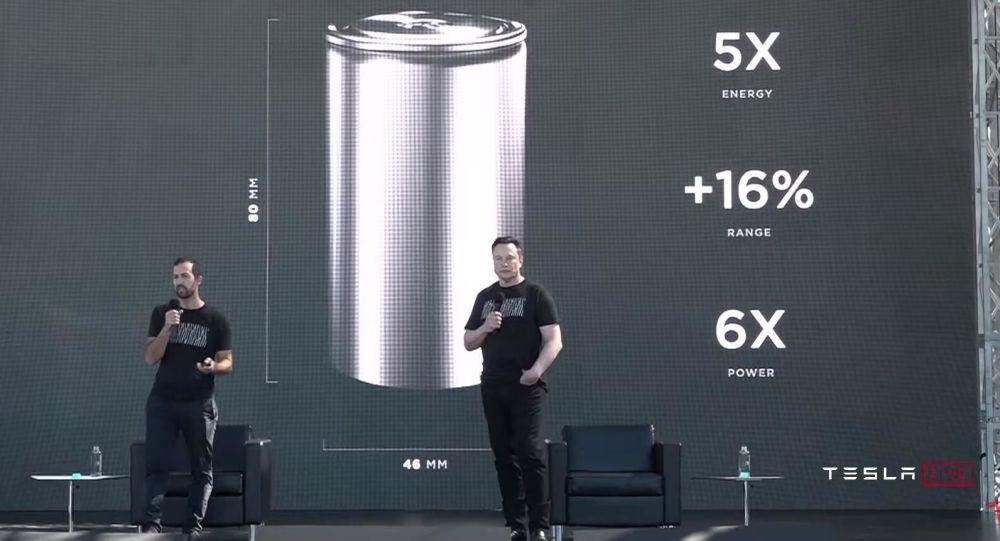 """埃隆•马斯克展示电动汽车""""饼干盒""""电池"""