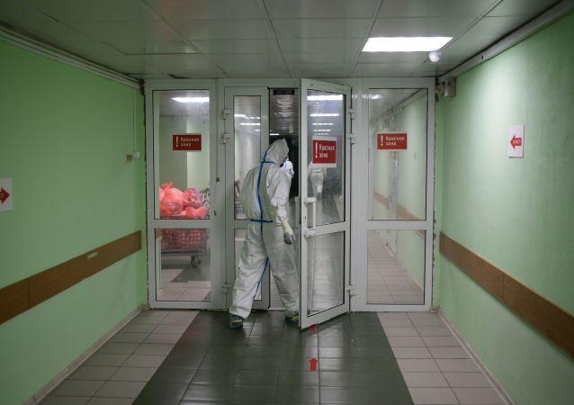 俄防疫指挥部:俄单日新增新冠病毒感染病例9859例 累计超120.4万例