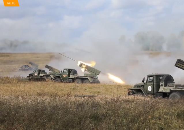 中央军区炮兵在演习中摧毁假想敌