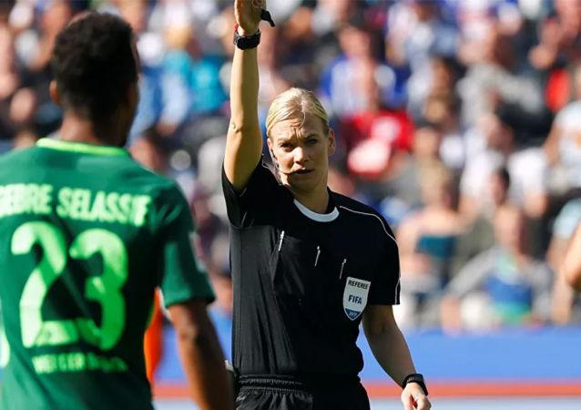 德国超级杯足球赛因一名女性未在伊朗播出