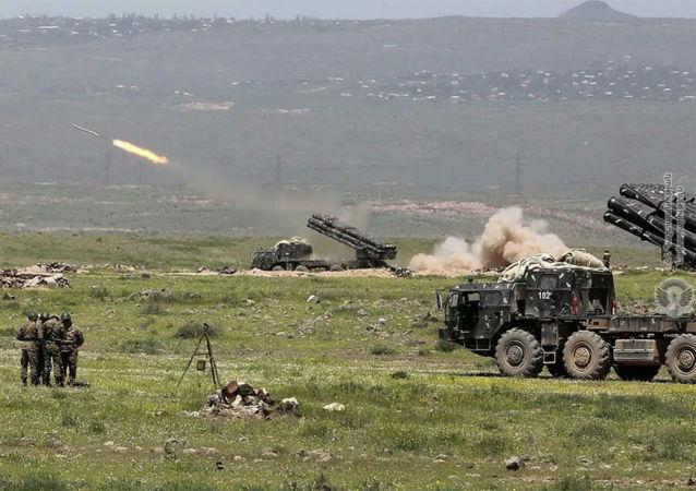 亚美尼亚国防部:纳卡地区部队摧毁阿塞拜疆一大型燃料和润滑油库