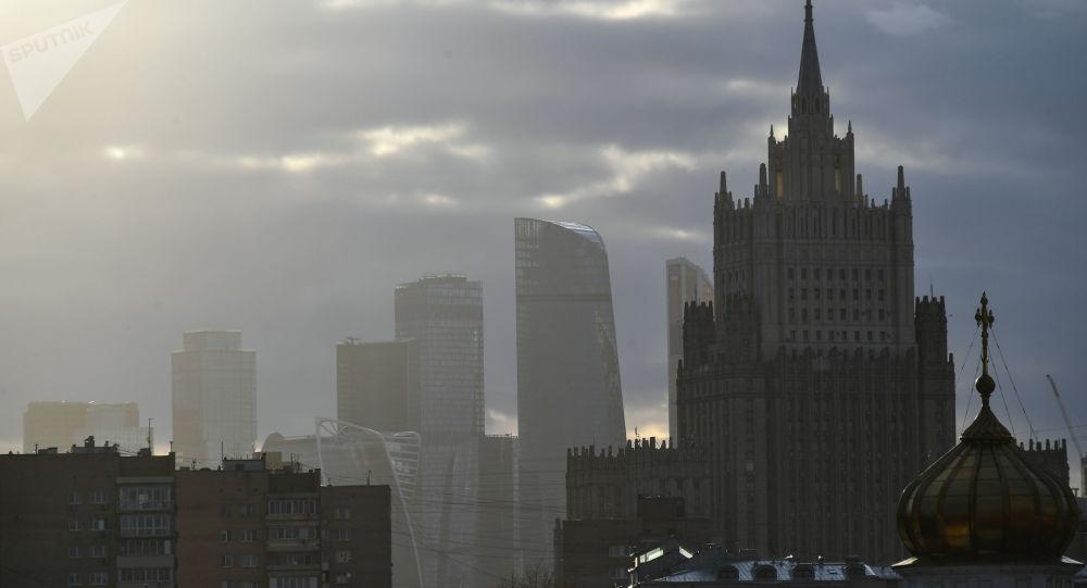 俄建议将削减战略武器条约延长一年并愿意与美国一起冻结核弹头