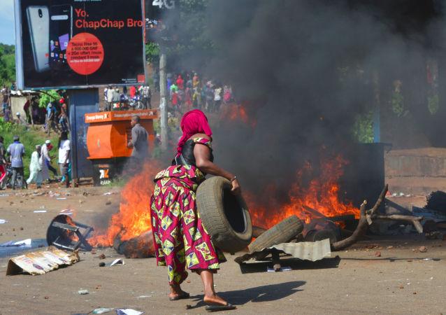 几内亚政府在选举前关闭国境