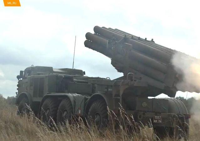 俄国防部中部军区炮兵在奥伦堡州射击演练
