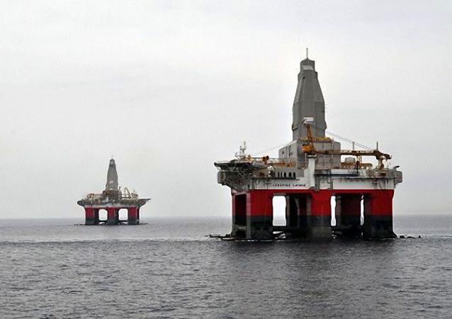 """""""北极光""""号和""""北极星""""号半潜式浮动钻探平台"""