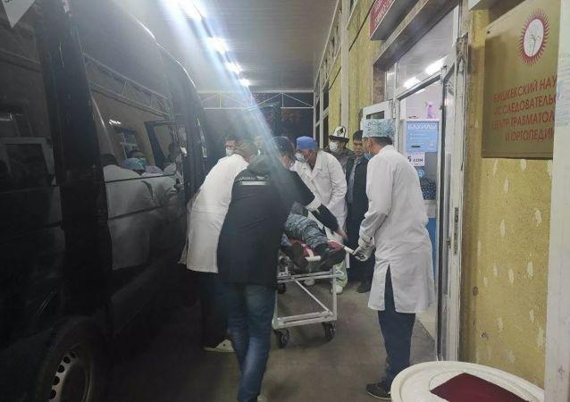 据吉尔吉斯斯坦卫生部消息,有1人在该国发生的冲突中死亡,590人受伤