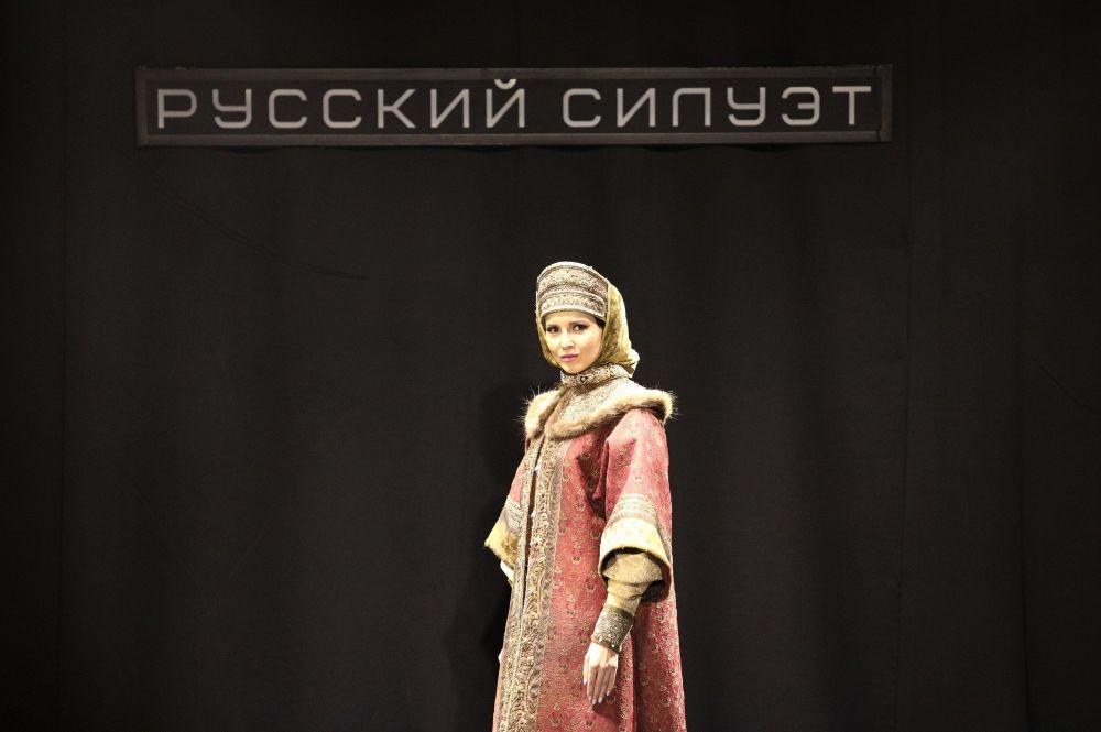 """莫斯科国际电影节框架下的""""从伊凡雷帝到伊利亚·格拉祖诺夫"""" 时装秀"""
