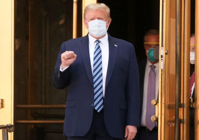 特朗普在治疗COVID-19新冠肺炎期间曾被拟连上呼吸机