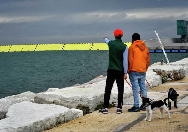 威尼斯水闸系统首次保护这座城市免遭洪灾