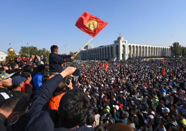 吉尔吉斯斯坦多个反对党成立第二个国家管理协调委员会