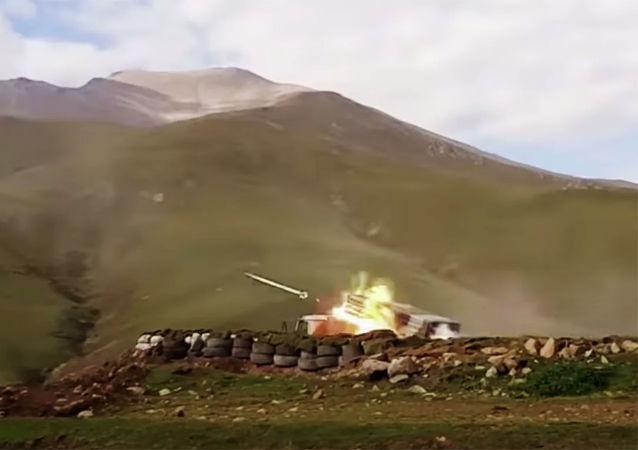亚美尼亚国防部:阿塞拜疆军队使用龙卷风火箭炮袭击斯捷潘纳克特
