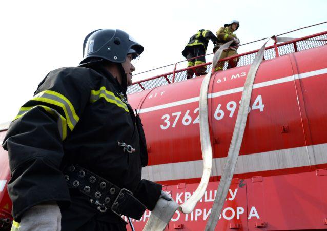 莫斯科发生油罐车火灾 俄紧急情况部增派力量扑救