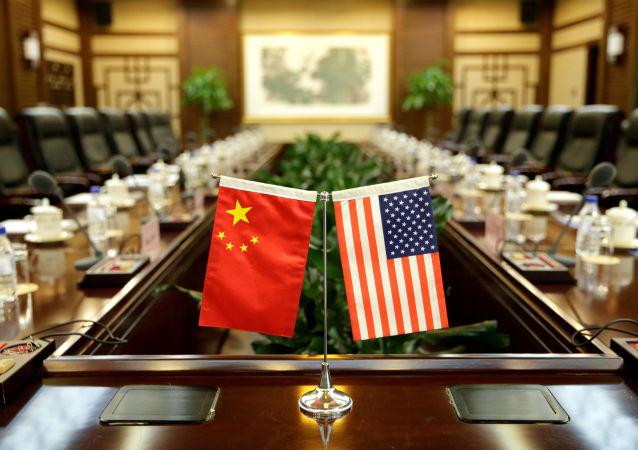 参加中美高层战略对话的中国代表团抵达安克雷奇
