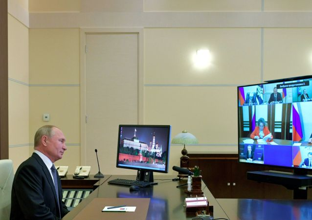 普京与俄安全会议成员讨论远东局势