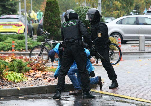 约20名抗议者在明斯克市中心未经批准的示威活动中被拘