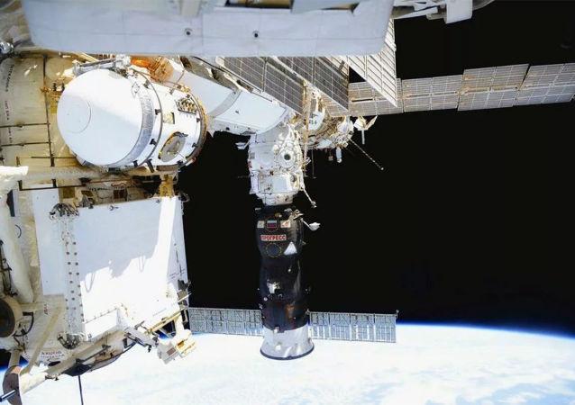 国际空间站考察组修复制氧系统