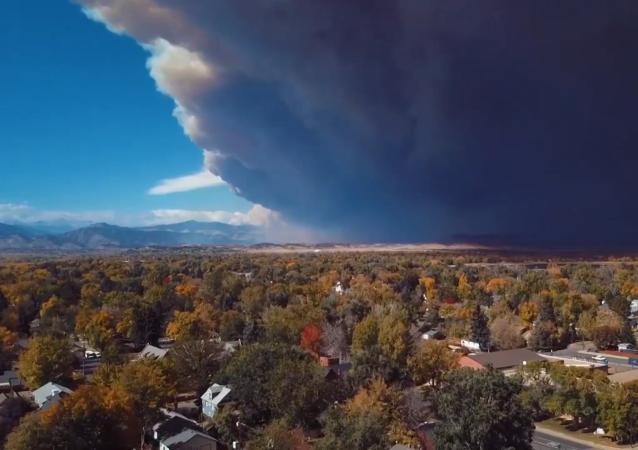 美国森林火灾不停地燃烧