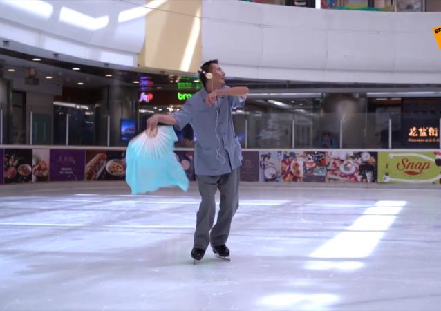 75岁的中国大爷玩滑冰