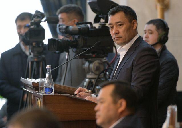 吉尔吉斯斯坦总统扎帕罗夫承认国家境况艰难
