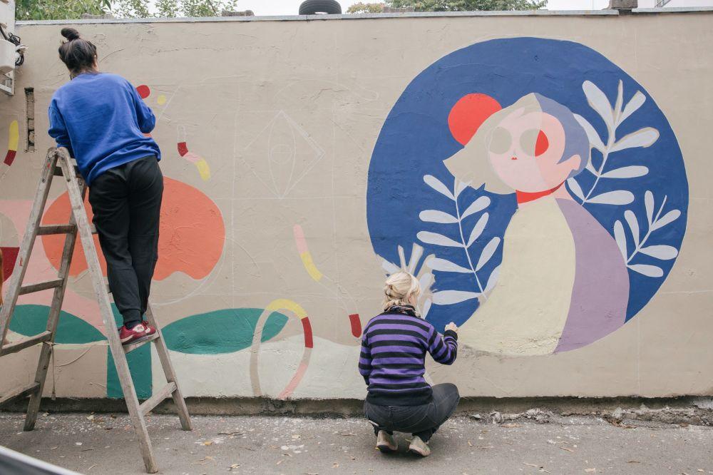 贝尔格莱德艺术家正在创作涂鸦