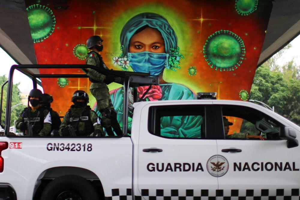 墨西哥一副画着医务工作者的涂鸦