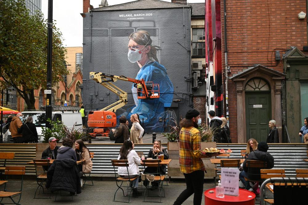 英国曼彻斯特市一副画着医务工作者的涂鸦