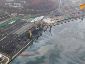 俄罗斯纳霍德卡水域发生重大漏油事件