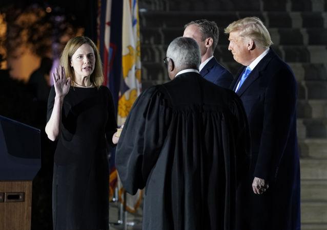 美国最高法院新任大法官巴雷特已经在白宫仪式上就职
