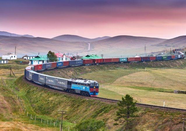俄铁货运列车