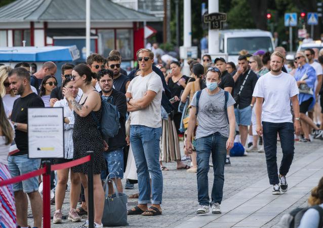 瑞典人对当地抗击冠状病毒的模式失去信心