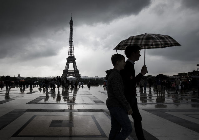 法国新冠病毒病例数单日增加约1.6万例