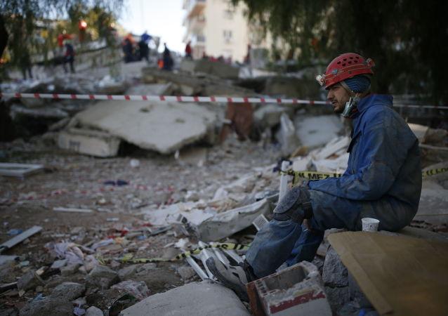 土耳其地震死亡人数升至98人