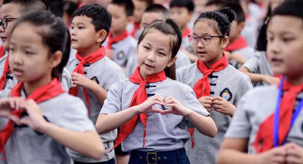 小学严格执行免试就近入学,幼儿园不得提前教授小学课程