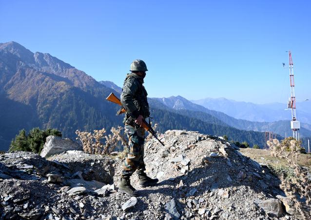 中国国防部:中印两军举行第八轮军长级会谈
