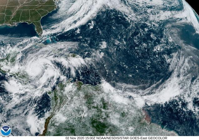"""加勒比海上的热带风暴""""艾奥塔""""加强为飓风"""