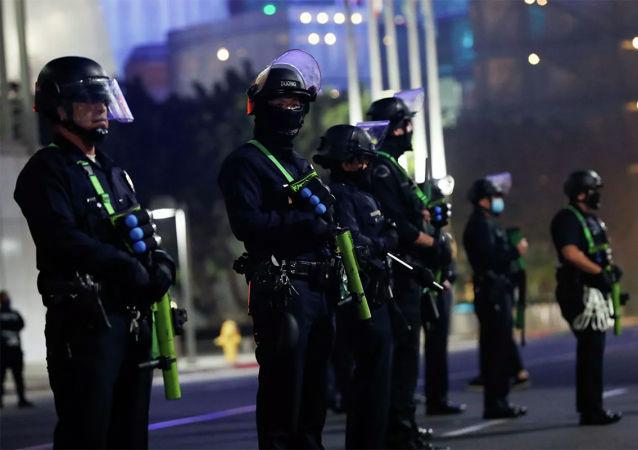 美国各州政府加强在各州议会大厦附近的安全措施