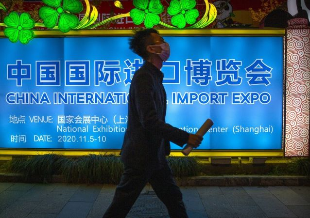 中国商务部:第三届进博会累计意向成交726.2亿美元 比上届增长2.1%
