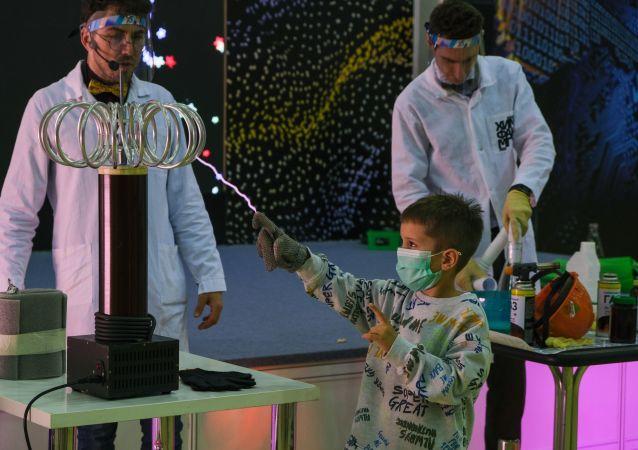 """孩子们成为全俄""""科学国际竞赛""""成果的参与者"""